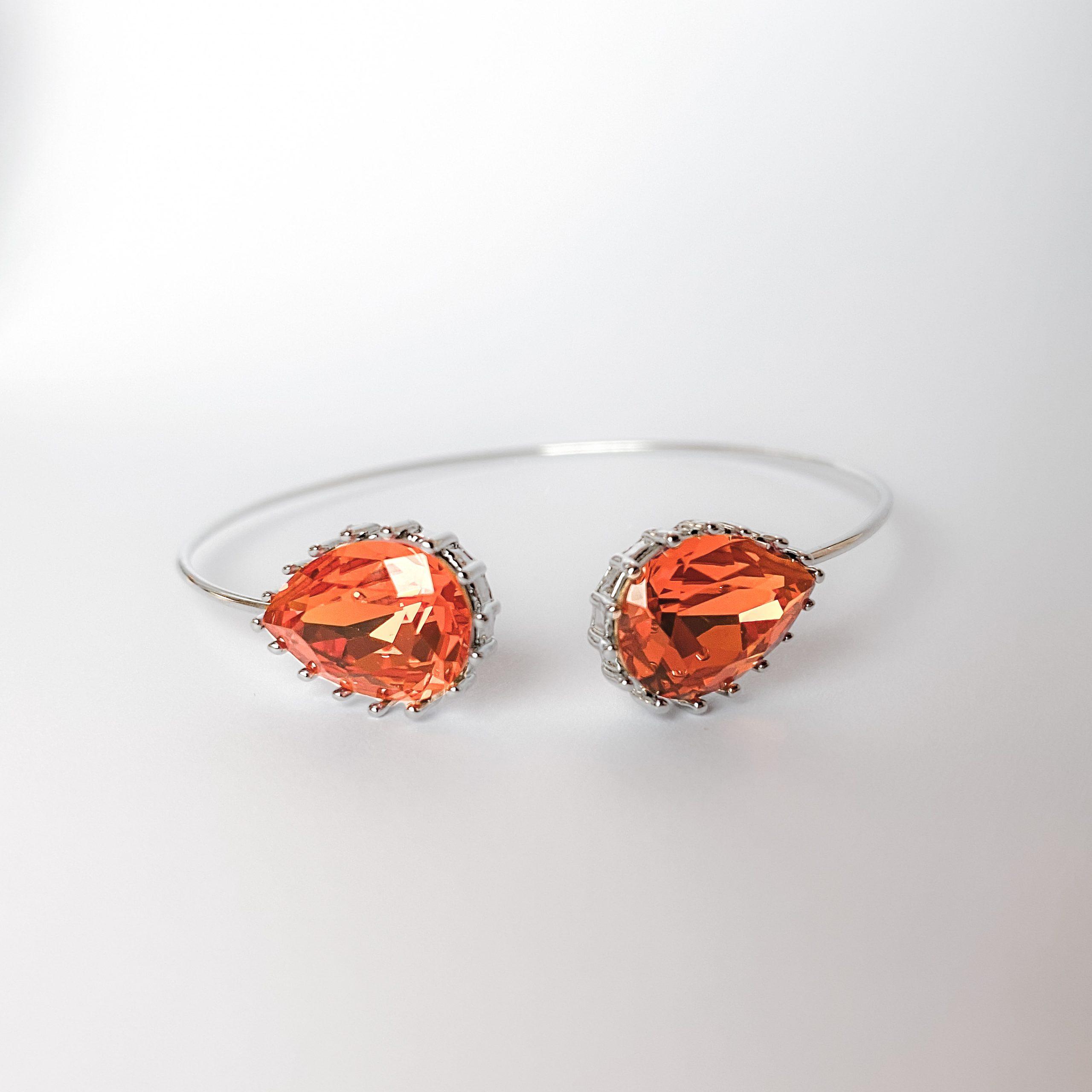 Upside drop armbånd med dråpeformede Swarovski krystaller i fargen Tangerine